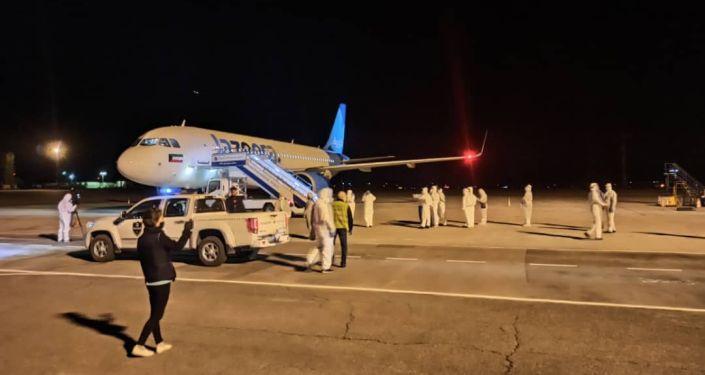 Сегодня, 14 мая, в Бишкек вернулись  107 граждан Кыргызской Республики из Кувейта и Катара рейсом авиакомпании «Jazeera Airways» по маршруту «Эль-Кувейт – Доха - Бишкек».