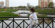 Женщина на одной из улиц в Щелково Московской области. Архивное фото