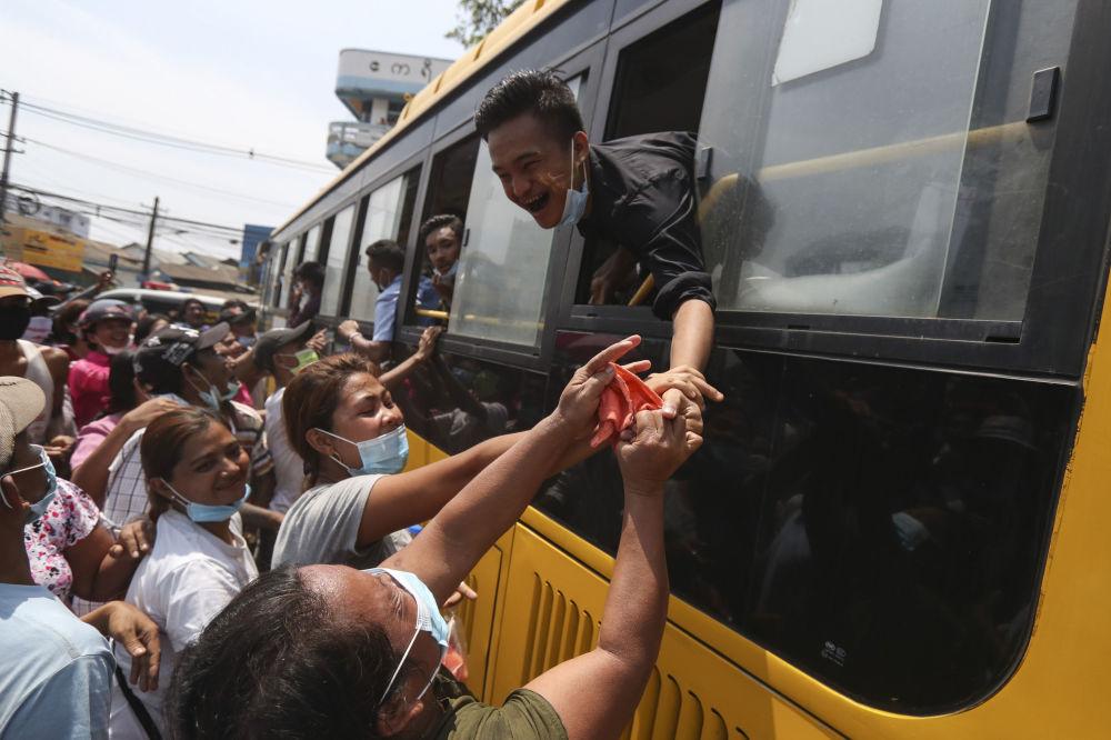 Президент Мьянмы помиловал заключенных — освобождены почти 25 тысяч человек. Амнистия была приурочена к традиционному празднованию Лунного Нового года.