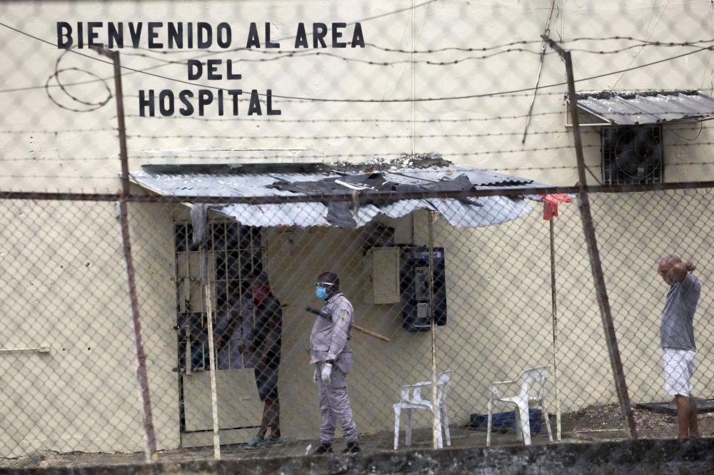В тюрьме Ла-Виктория в Санто-Доминго (Доминиканская Республика) от COVID-19 умерли двое осужденных, по меньшей мере 25 были заражены