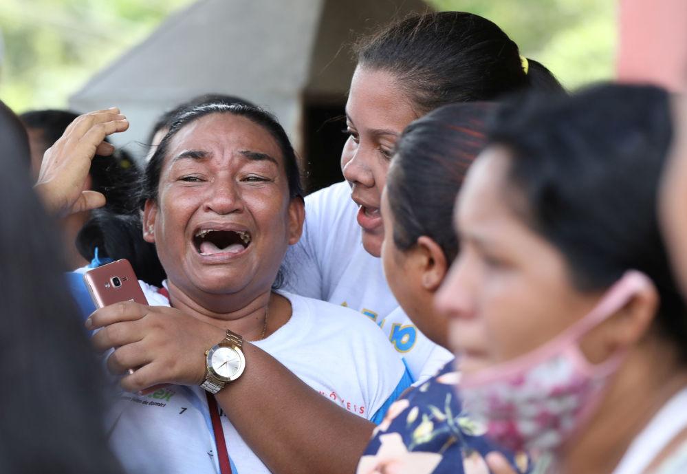 Родственники осужденных, которые подняли бунт в тюрьме Пуракеквара (Бразилия)