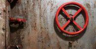 Железная дверь поземного бункера. Архивное фото