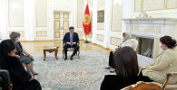 Президент Сооронбай Жээнбеков бүгүн, 16-майда, Энелер күнүн утурлай, өлкөнүн көп балалуу энелери менен жолугушту