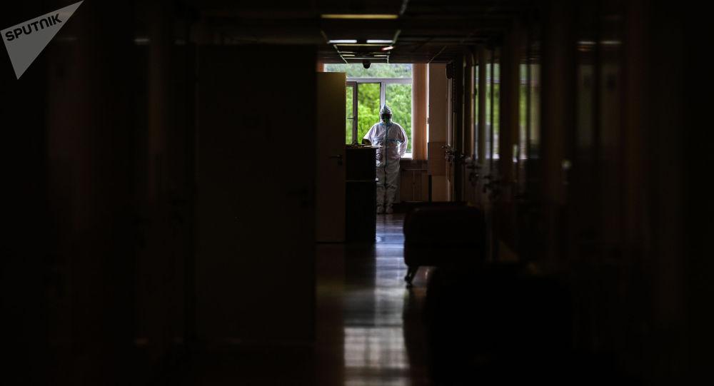 Врач в центральной клинической больнице. Архивное фото