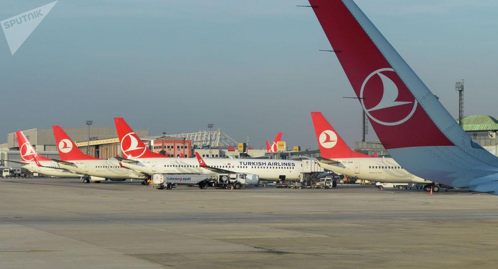 Самолеты в Международном аэропорту имени Ататюрка в Стамбуле. Архивное фото