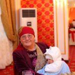 Апасы Сүйүн Касендеева 78 жашта. Беш эркек баланы тарбиялап өстүргөн.