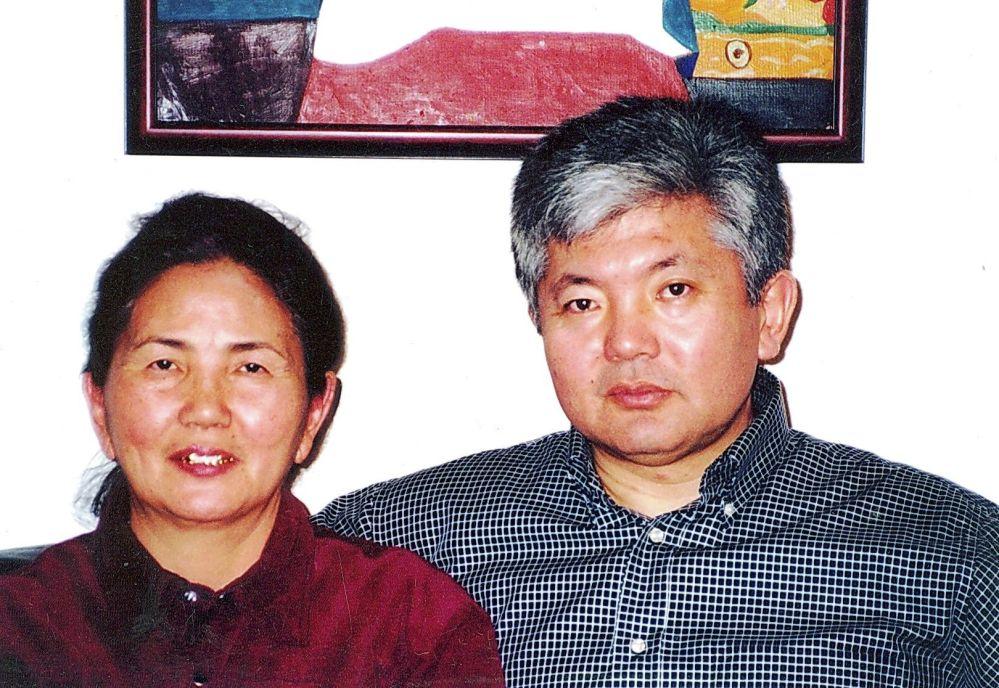 Посол Кыргызстана в России Аликбек Джекшенкулов с матерью Сайнап Жаниязовой