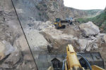 Жалал-Абал облусунун Чаткал районунда унаа жолго таш кулап, куткаруучулар тазалоо иштерин жүргүзүп чыгышты