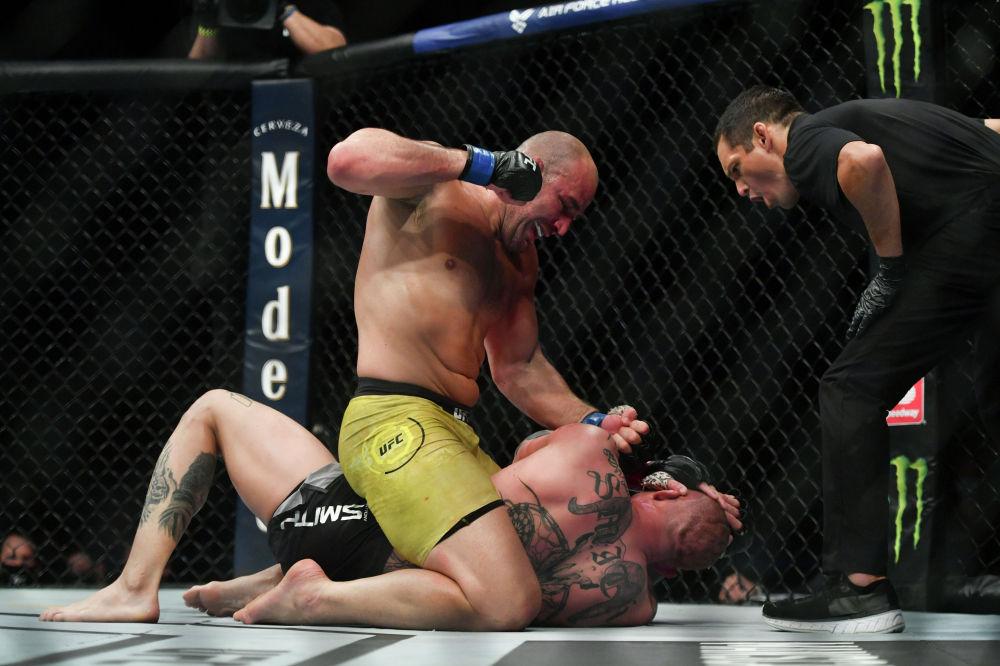 14 мая Абсолютный бойцовский чемпионат провел очередной турнир — UFC Fight Night 171 — в Джексонвилле (штат Флорида, США). В основном карде Энтони Смит проиграл Гловеру Тейшейре, хотя считался фаворитом. Бен Ротвелл победил Овинса Сент-Прю по раздельному решению судей.