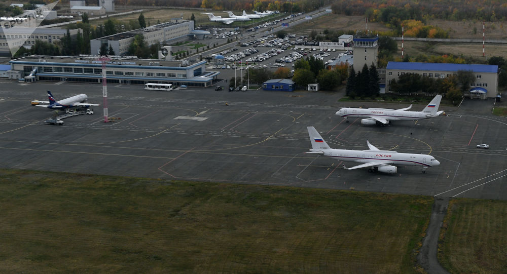 Самолеты в аэропорту Оренбург Центральный имени Ю.А. Гагарина. Архивное фото