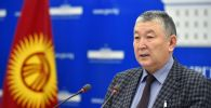 Саламаттык сактоо министринин орун басары Нурболот Үсөнбаев брифинг учурунда. Архив
