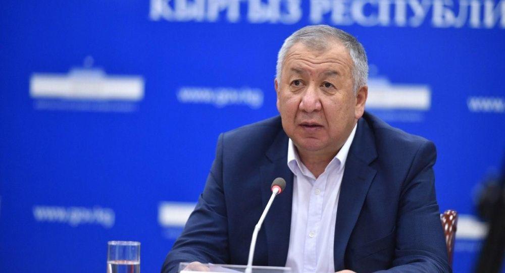 Первый вице-премьер-министр Кубатбек Боронов выступает на брифинге о ситуации в Кыргызстане в связи с кронавирусом. 19 мая 2020 года