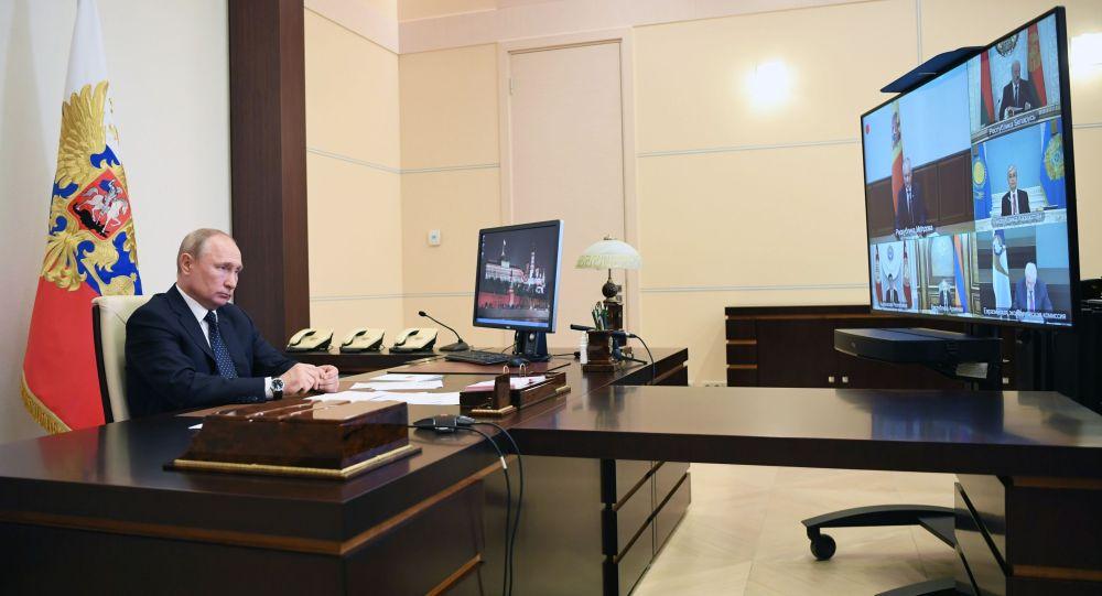 Президент РФ Владимир Путин принимает участие в заседании Высшего Евразийского экономического совета (ВЕЭС) с лидерами стран Евразийского экономического союза (Россия, Армения, Белоруссия, Казахстан, Киргизия) в режиме видеоконференции.