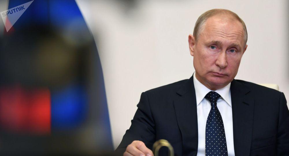 Президент РФ Владимир Путин принимает участие в заседании Высшего Евразийского экономического совета (ВЕЭС) с лидерами стран Евразийского экономического союза в режиме видеоконференции.