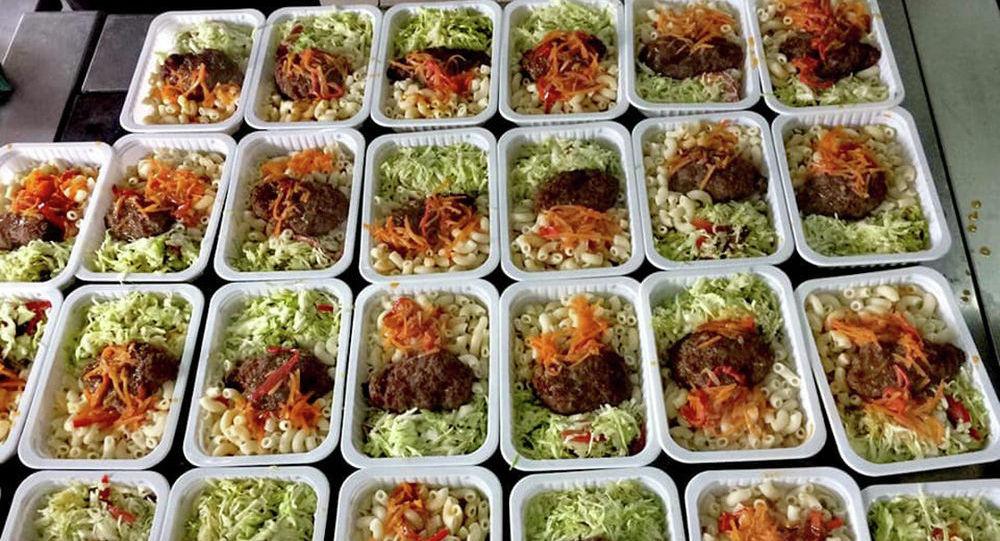 Министерство чрезвычайных ситуаций выложило фото блюд, которые были в меню для граждан, размещенных в обсервациях Бишкека.