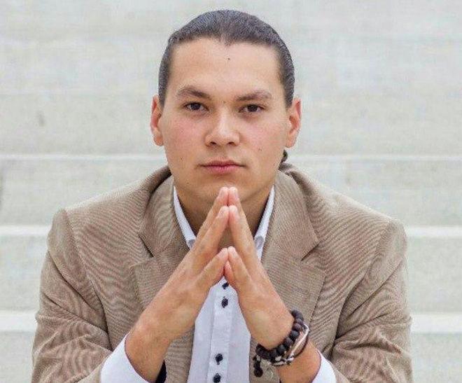 Кыргызстанец Радмир Хайруллин, занимающийся перепеловодством