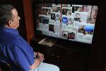 Өлбөс полктун онлайн трансляциясын көрүп жаткан адам