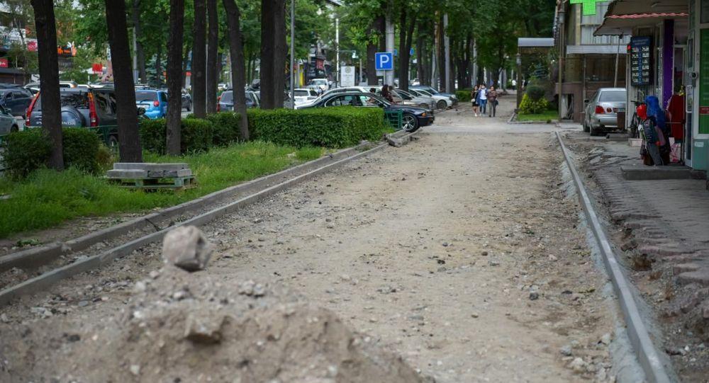 Строительство велодорожки по улице Абдрахманова в Бишкеке