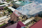 Сегодня, 22 мая, примерно в 10:30 на пересечении улиц Масалиева и Садырбаева в Бишкеке загорелся склад. Дым был виден из разных частей столицы.