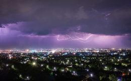 Молнии во время грозы в Бишкеке