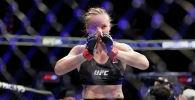 Чемпионка UFC из Кыргызстана Валентина Шевченко после победы над американкой Кэтлин Чукагян на UFC 247 в Хьюстоне. 8 февраля 2020 года