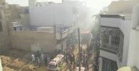 Появились первые кадры из города Карачи (Пакистан), где потерпел крушение пассажирский самолет. На борту был 91 человек.