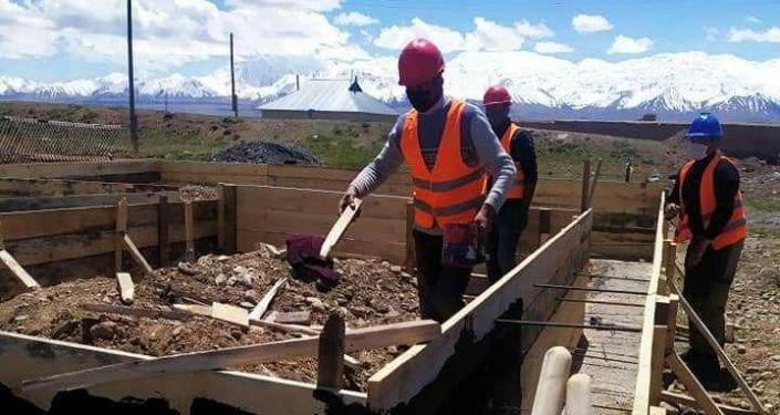 В Алайском районе Ошской области началось строительство домов для памирских кыргызов