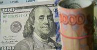 Денежные купюры, доллары, рубли и евро. Архивное фото
