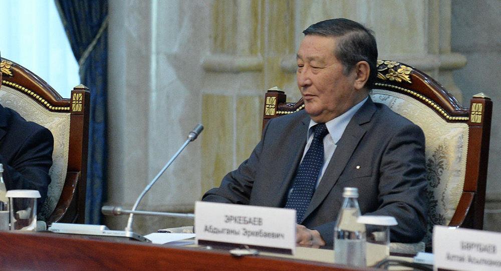 Экс-спикер Жогорку Кенеша Мукар Чолпонбаев на встрече с президентом Кыргызской Республики Сооронбаем Жээнбековым. Архивное фото