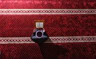 Имам читает молитву в мечети. Архивное фото