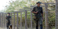 Таджикские пограничники патрулируют границу. Архивное фото