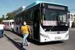 25-майда Бишкекте автобус, троллейбустар жана маршруткалар кайрадан каттай баштады. Коомдук транспорттун карантинден кийинки биринчи иш күнүн Sputnik Кыргызстандын видеосунан көрүңүз.