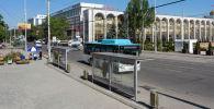 Автобус у остановки напротив площади Ала-Тоо. Архивное фото