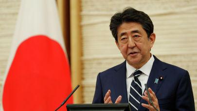 Япония премьер-министри Синдзо Абэ пресс-конференцияда Токио шаарында 25 май 2020 жылы