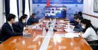 Сотрудники МИД КР смотрят заседание Совета министров иностранных дел ОДКБ в режиме видеоконференцсвязи