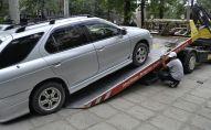 Эвакуация неправильно припаркованного автомобиля. Архивное фото