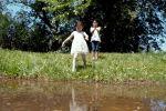 В МЧС призывают кыргызстанцев не подвергать себя опасности во время отдыха у водных объектов. Отдельным пунктом отмечается ответственность родителей за маленьких детей.