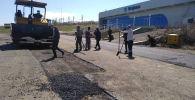 Исфана аэропортунун учуп-конуу тилкеси оңдолуп жатат