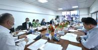 Биринчи вице-премьер Кубатбек Боронов Республикалык штабдын жыйынында. 27 май 2020 жыл