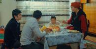 События фильма разворачиваются в кыргызстанском селе. Рассказывается история семьи, которой приходится менять привычки, чтобы стать успешнее.