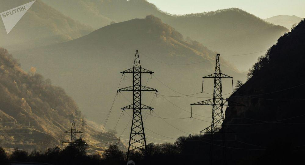 Линии ЛЭП в горах. Архивное фото