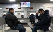 Иностранные граждане получают трудовой патент в Едином миграционном центре Московской области. Архивное фото
