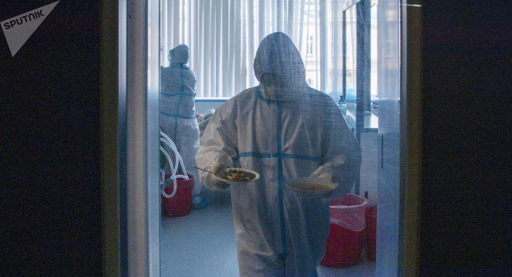 Медицинский персонал в отделении реанимации. Архивное фото