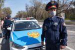Сотрудники автоинспекции дежурят на одной из улиц в Алма-Ате. Архивное фото