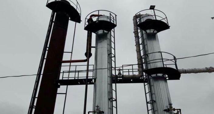 Завершилось строительство нефтеперерабатывающего завода в Лейлекском районе в Баткенской области