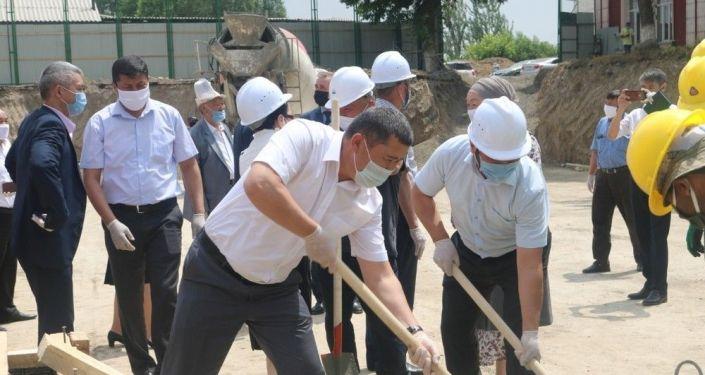 В Оше началось строительство филиала МГУ им. Ломоносова, который будет открыт при Ошском государственном университете.