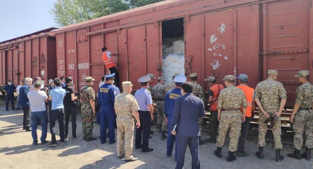 Узбекистан передал Кыргызстану гуманитарную помощь в виде медицинский изделий