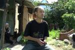 Корреспондент Sputnik Кыргызстан снял на видео, как живет один из тех, кто отражал атаки боевиков во время военных событий на юге Кыргызстана в 1999-2000 годах.