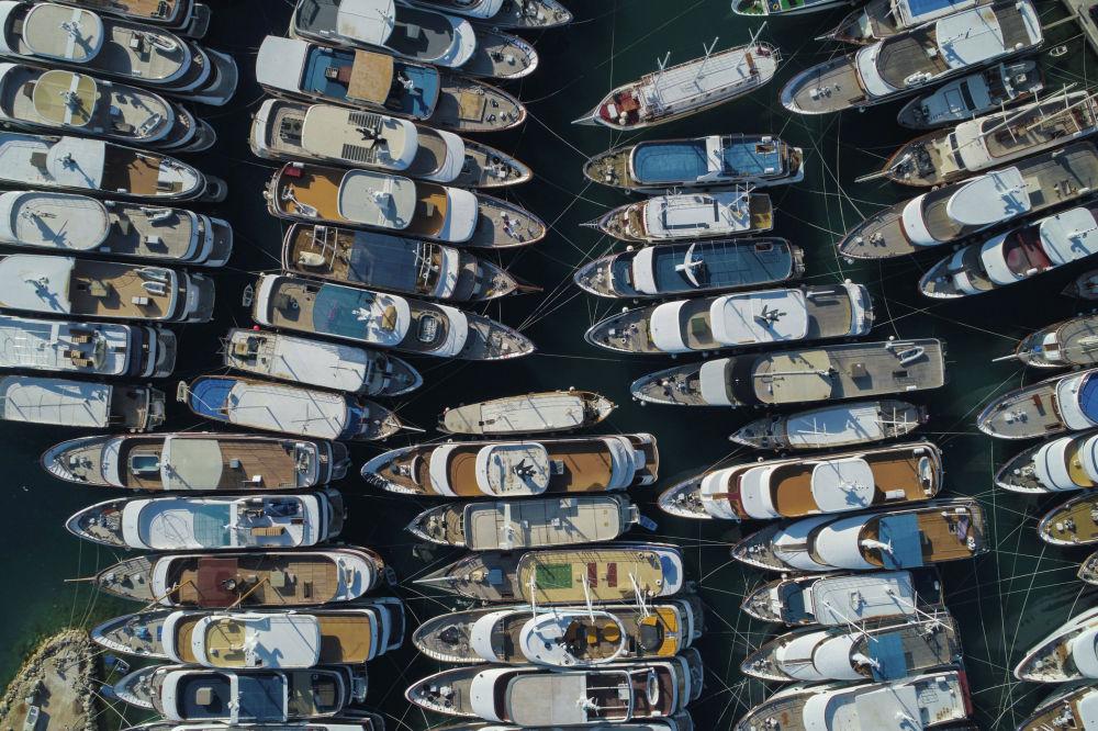 Яхты на пристани Крило Есенице в Хорватии.  25 мая 2020 года