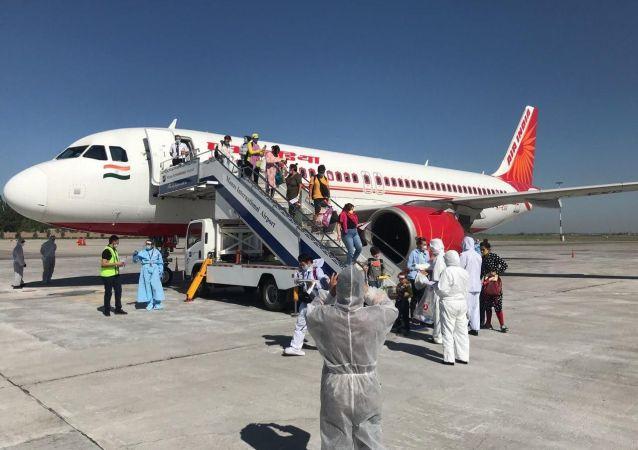 В Международном аэропорту «Манас» встретили чартерный авиарейс авиакомпании «Air India» по маршруту Дели-Бишкек